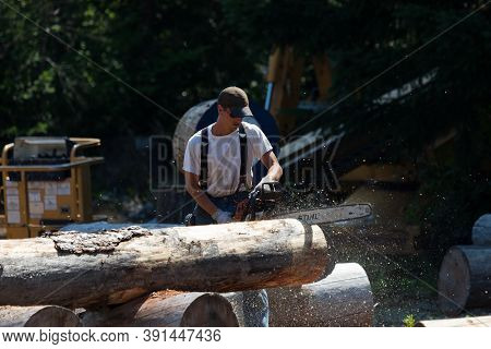 Prospect, Oregon / Usa - August 16, 2014:  A Man Competes In A Chainsaw Event For Fastest Time At Th