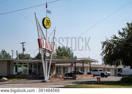 Soda Springs, Idaho - September 21, 2020: The Jr Inn, A Retro Style Sign At A Motorcourt Motel Along
