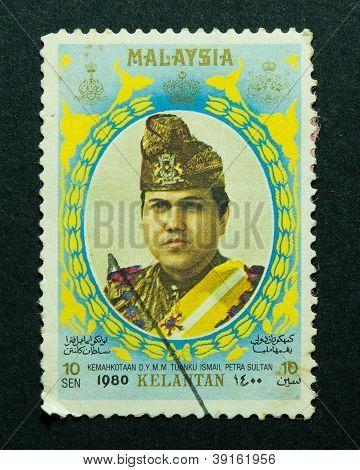 Malasia - emitido el 30 de marzo de 1980: un sello impreso en Malasia en la conjunción de la coronación de su