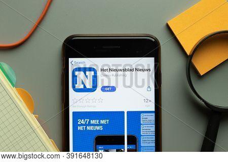 New York, Usa - 26 October 2020: Het Nieuwsblad Nieuws Mobile App Logo On Phone Screen Close Up, Ill