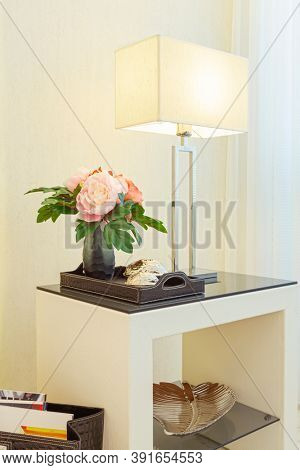 Decorative Table With Table Lamp In Modern Living Room