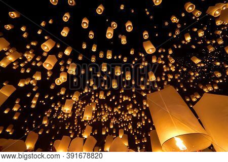 Floating Sky Lantern In Ching Mai ,thailand.