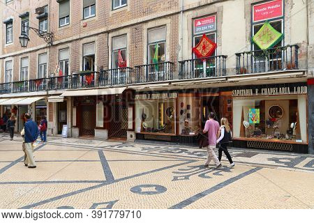 Lisbon, Portugal - June 4, 2018: People Visit Rua Augusta Shopping Street In Lisbon. Lisbon Is The 1