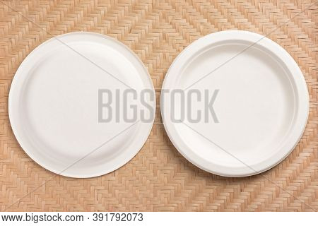 Back And Front Of Biodegradable Plate, Compostable Plate Or Eco Friendly Disposable Plate On Woven B