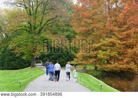 Kenneth Square, Pennsylvania, U.s.a - October 20,2020 - Crowds Walking On The Path Surrounded By Str