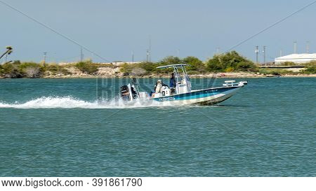 Port Aransas, Tx - 28 Feb 2020: Fast Moving Fishing Boat With Outboard Motor On The Water, On A Sunn