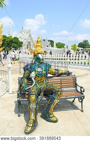 Chiang Rai, Thailand - Mai, 15, 2018: Statue In Front Of The Wat Rong Khun - The White Temple, Chian