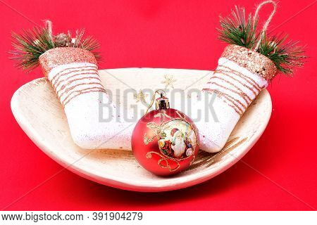 Christmas Tree Toys, Holiday Plate, Golden Stand Decorated With A Golden Christmas Tree And Stars, M
