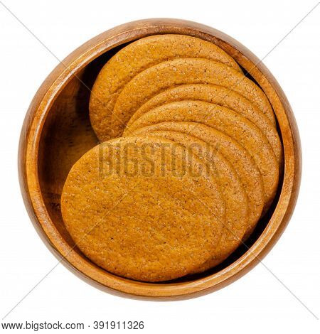 Ginger Snaps In A Wooden Bowl. Scandinavian Ginger Nuts. Thin, Round Shaped Biscuits, Flavoured With