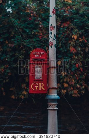 Frome, Uk - October 04, 2020: Close Up Of Gr Red Post Box In Frome, A Market Town In The County Of S