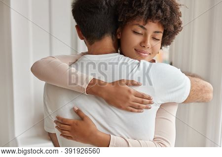 Mixed Race Brother And Sister Meet After Long Departure, Cuddle With Friendliness, Have Good Relatio