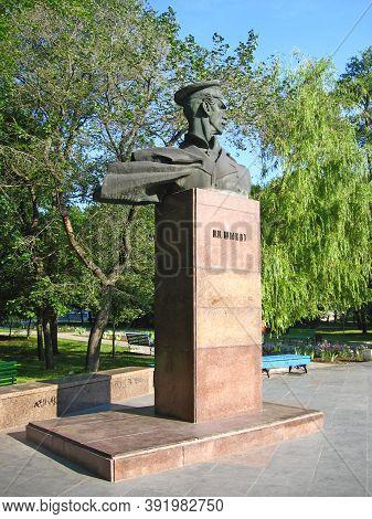 Berdyansk/ukraine 21 June 2012: Monument To Pyotr Petrovich Schmidt One Of The Leaders Of Sevastopol