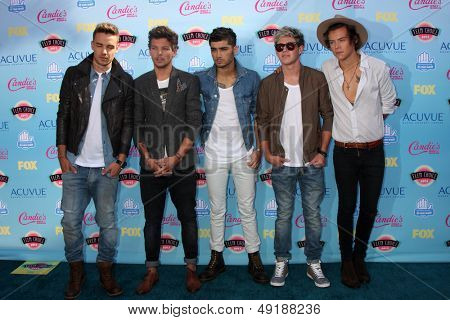 LOS ANGELES - AUG 11:  Liam Payne, Louis Tomlinson, Zayn Malik, Niall Horan, Harry Stylesat the 2013 Teen Choice Awards at the Gibson Ampitheater Universal on August 11, 2013 in Los Angeles, CA