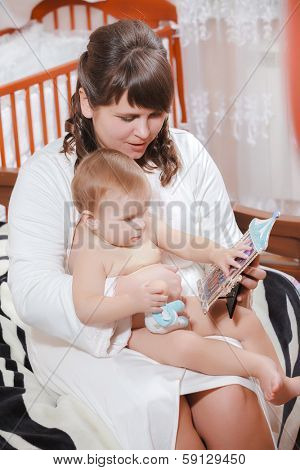 woman and little girl watching a photos