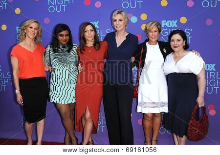 LOS ANGELES - JUN 09:  Heather Kadin, Mindy Kaling, Chelsea Peretti, Jane Lynch, Yeardl arrives to the FOX's