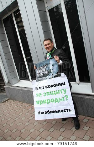 Ecologist Evgeny Vitishko on picket in support of the arrested ecologist Suren Gazaryan