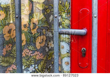 doorknob, lattice, floral pattern, symbol of insolvency, end business task