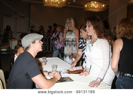 LOS ANGELES - AUG 16:  Darin Brooks, fans at the Bold and Beautiful Fan Event Sunday at the Universal Sheraton Hotel on August 16, 2015 in Universal City, CA