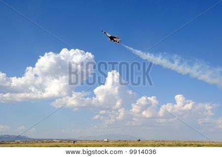 USAF Thunderbird Solo Slow Pass