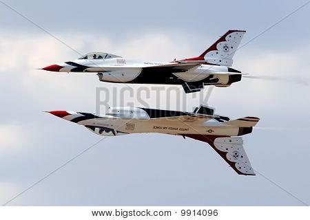 USAF Thunderbirds in Mirror Formation