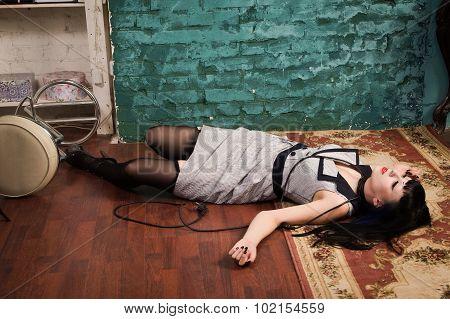Crime Scene Simulation: Strangled Brunette On The Floor