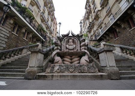 Sculpture of poet Luis de Camos in Paris