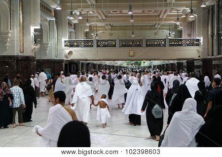 Muslim Pilgrims Perform Saei