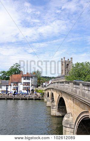 Bridge across river, Henley on Thames.