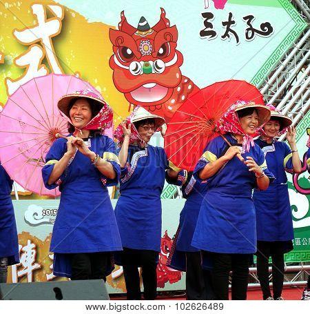 Women In Traditional Chinese Hakka Costumes