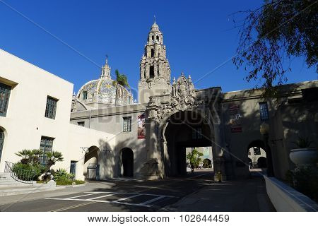 Entrance to the Plaza de California