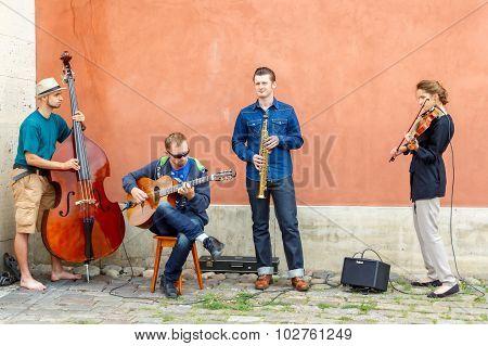Warsaw. Street musicians.