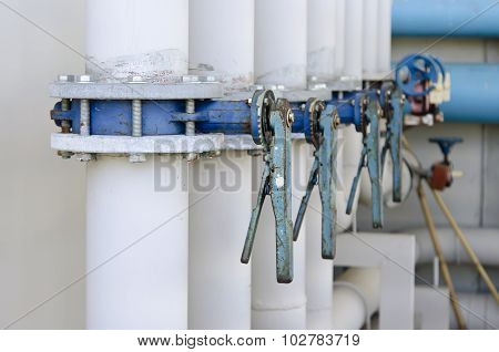 Series of butterfly valves on supply water piping