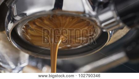 espresso coffee extraction with bottomless filter,