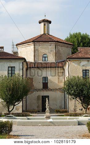 Villa Picchetta Xvi Building In Cameri