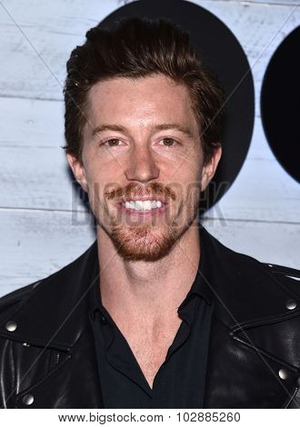 LOS ANGELES - SEP 24:  Shaun White arrives to the Go90 Sneak Peek  on September 24, 2015 in Hollywood, CA.