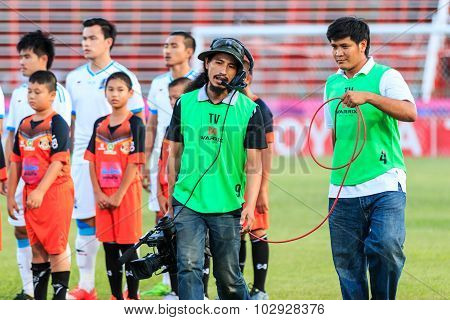 Sisaket Thailand-september 20: Cameraman During Thai Premier League Match Between Sisaket Fc And Tot