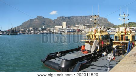 FROM CAPE TOWN, SOUTH AFRICA, THE VICTORIA AND ALFRED WATERFRONT ON A CLEAR SUMMER DAY 38z