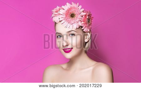 Beauty Fashion Spring Portrait. Beautiful Young Woman On Ping Herrera Daisy Wreath Studio Portrait.