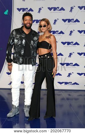 LOS ANGELES - AUG 27:  DeRay Davis, Guest at the MTV Video Music Awards 2017 at The Forum on August 27, 2017 in Inglewood, CA