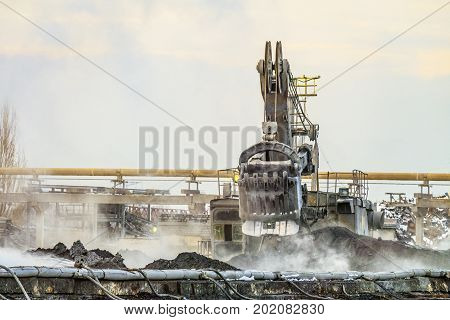 Work of a bucket excavator in the mining industry