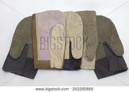 special mittens for builders of different specialties