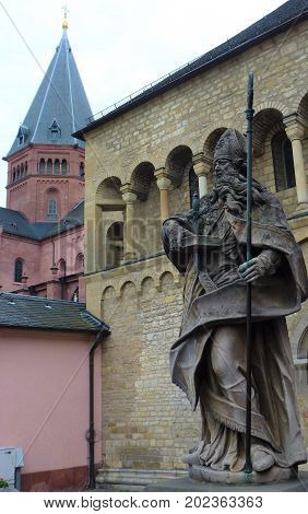 The cathedral of Mainz with statue the of a bishop