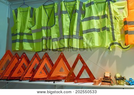 Emergency reflective triangle signs yellow reflective vests for drivers and tow ropes