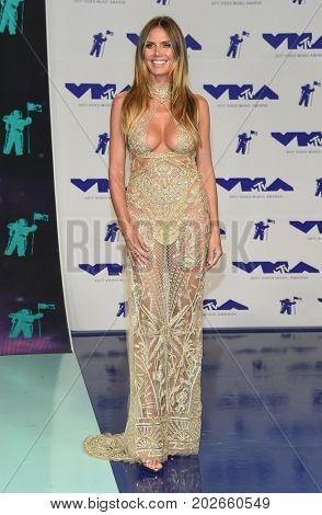 LOS ANGELES - AUG 27:  Heidi Klum arrives for the MTV Video Music Awards 2017 on August 27, 2017 in Inglewood, CA