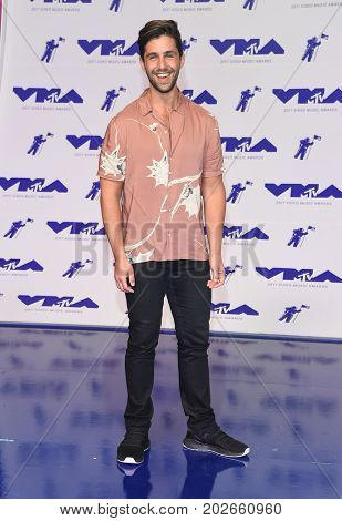 LOS ANGELES - AUG 27:  Josh Peck arrives for the MTV Video Music Awards 2017 on August 27, 2017 in Inglewood, CA