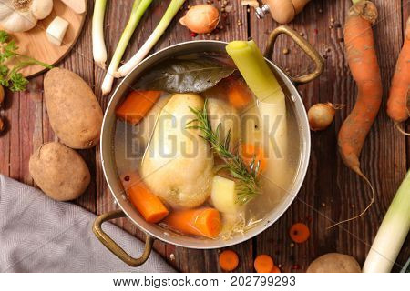 poule au pot,chicken stew with vegetables
