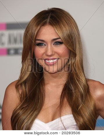 LOS ANGELES - NOV 21:  Miley Cyrus arrives to the American Music Awards 2010 on November 21, 2010 in Los Angeles, CA