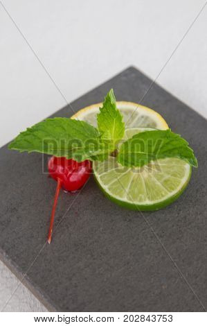 Mint and lemon slices garnish served on the plate
