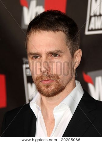 LOS ANGELES - JAN 14:  Sam Rockwell arrives at the 16th Annual