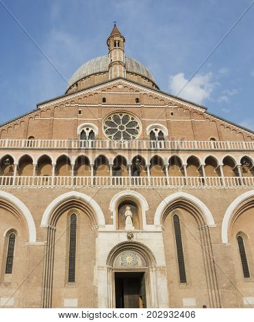 Front view details of Sant'Antonio Church Padova